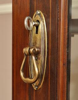 k-705-f アンティークガラスキャビネットの鍵穴