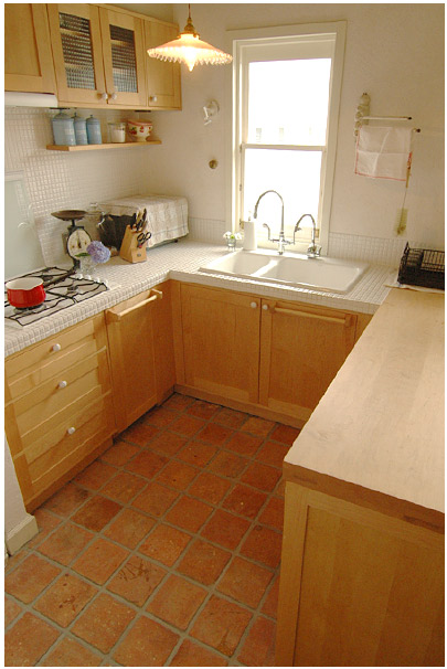 HOT-04 アンティークテラコッタタイルSサイズ水野邸キッチン1